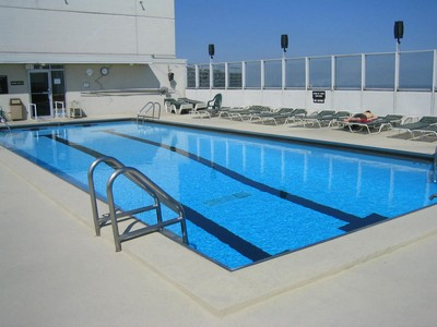 Rooftop pool at 2626 Lakeview in Chicago, IL